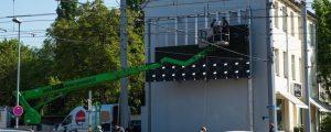 lumo matrix LED-Wand - mehr als die Hälfte der LED-Panels sind montiert