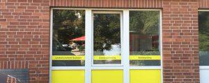 Außenansicht Regiotax mit neuem Leuchtkasten und Fensterfolierung
