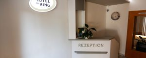 Hotel am Ring Leuchtkasten im Empfangsbereich
