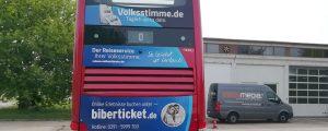 Heckansicht des Doppeldeckerbus der Stadt Magdeburg mit neuer Teilfolierung