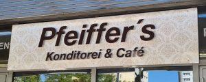 Außenwerbung mit Schriftzug Pfeiffer's Konditorei & Café in Magdeburg
