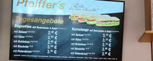 Digitale Preistafel in einer Bäckerei in Magdeburg